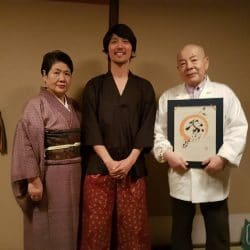 That was my visit to El mibu in Tokyo, I gave to the Ishida´s the original logo of the play